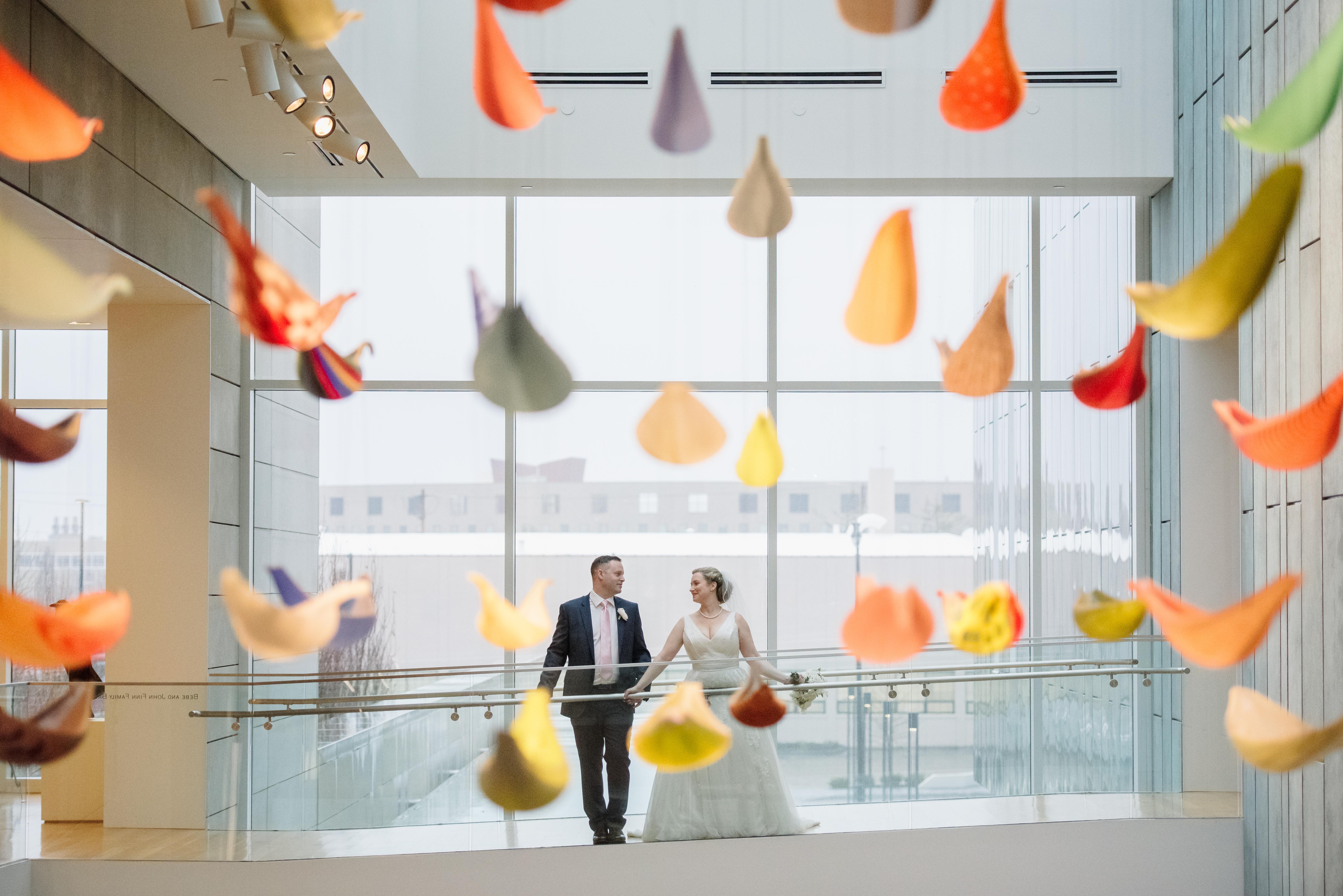 wedding couple at the columbus museam of art